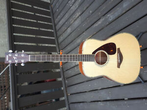 Yamaha FG720S Solid Top Acoustic Guitar with Case