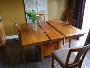 Kitchen Table With Butterfly Leaf