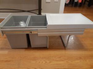 Recycling/Garbage space-saving bin