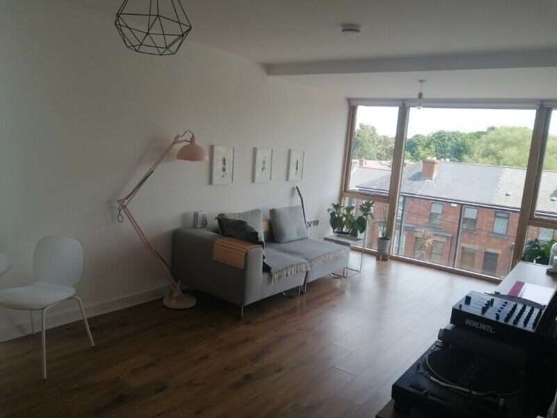 Room to rent in Nice Milltown Apartment. e890 monthly. Includes all Bills.