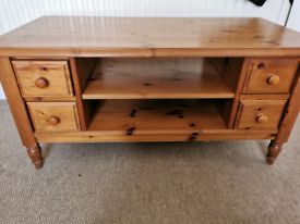 DUCAL Victoria pine coffee table