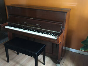 JOHN BROADWOOD & SONS PIANO - HAS WONDERFUL RICH TONES