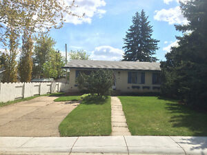Close to everything - Bungalow in mature area of Sherwood Park