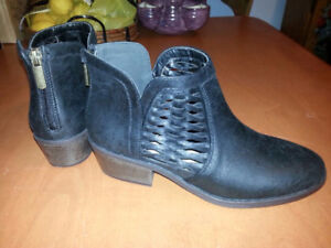 BRAND NEW JUST FAB BLACK FASHION BOOTS - NICE GIFT