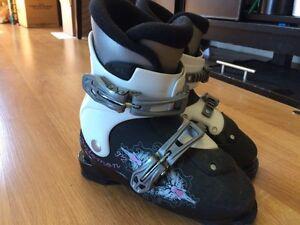 Girls Downhill ski boots Size 20
