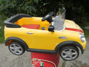 KIDS RIDE ON CAR BATTERY OPERATED BUT NOT WORKING