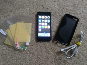 iPod Touch 32GB (Space Gray) - 5th Generation