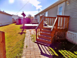 **REDUCED**3 BDRM MOBILE HOME W/2 PARKING STALLS IN WESTVIEW