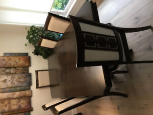 Expandable dinning tabke with 6 chairs