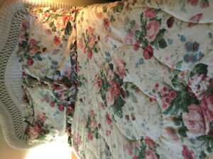 Double size flowered comforter