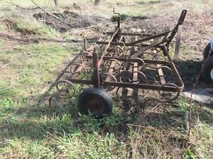 White Cultivator 9Ft-(3pt,S-toothed) $450.