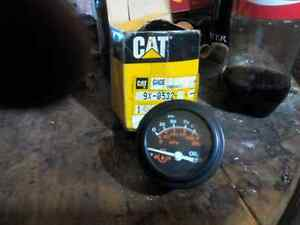 Cat oil pressure guage