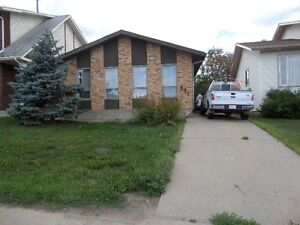 4 Level SPLIT  HOUSE Renovated in the heart of Thickwood