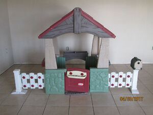 little tikes playhouse, like new has never been outside