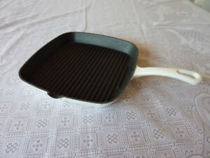 """Chef's Enameled Cast Iron 9-1/4 """" Square Grill Cuisinart $15.00"""