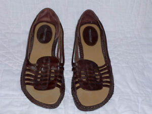 brown Leather Sandals ... never worn NEW .. size 7.5