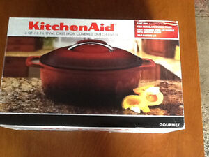 NEW  KITCHEN AID DUTCH OVEN