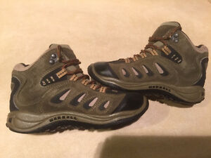 Youth Merrell Waterproof Hiking Shoes Size 13 London Ontario image 5