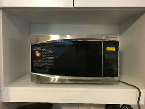 BRAND NEW FRIGIDAIRE 0.7 CU FT. MICROWAVE