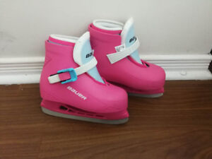 BAUER Girls Ice Skate-very lightly used and graceful