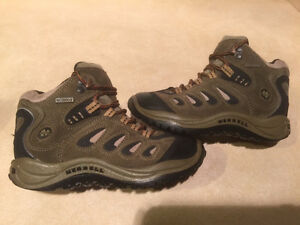 Youth Merrell Waterproof Hiking Shoes Size 13 London Ontario image 1