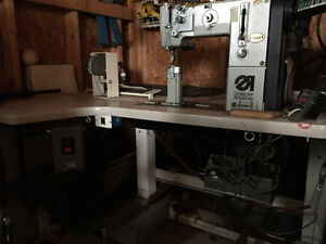 Industrial sewing machine with workable table Kitchener / Waterloo Kitchener Area image 4
