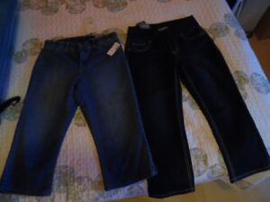 6 pairs of capris for sale size 3.....$25.00