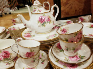 STUNNUNG Royal albert American Beauty 10 place setting