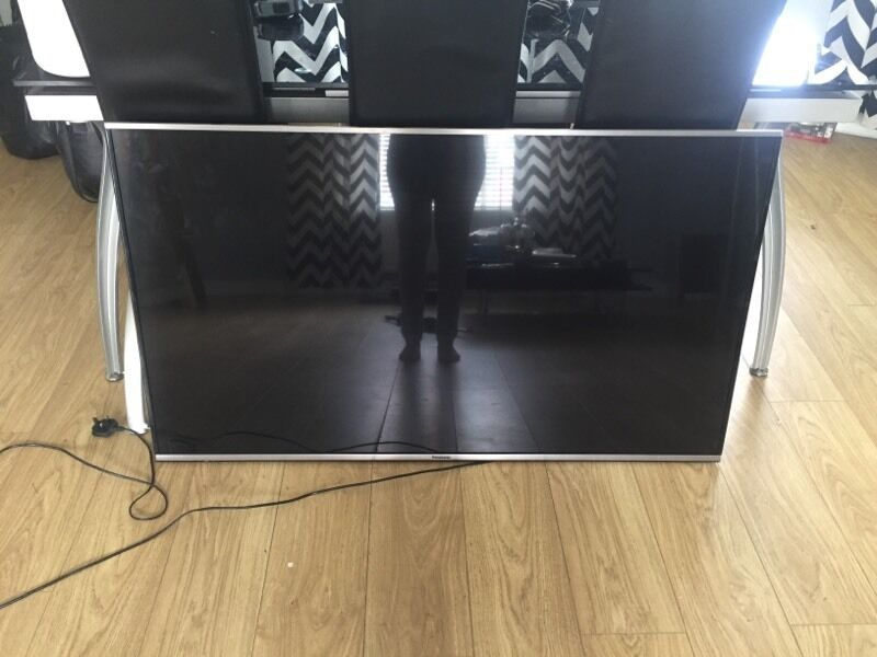 """panasonic tx 55as650b and Panasonic soundbarled tv 55"""" 3Din SwanseaGumtree - panasonic tx 55as650bPanasonic sb hwa480Sold together only a year old and in full working order. Moving in with partner so surplus to requirements Offers please! Tv is worth £700 and soundbar £180"""