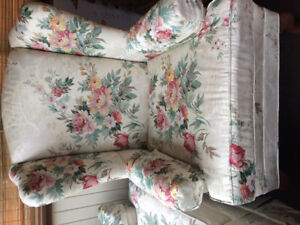Sylvan 2 piece couch/chair set new condition must sell