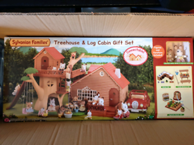 Sylvanian families tree house and log cabin gift set