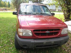 2000 Ford Explorer SUV, Crossover