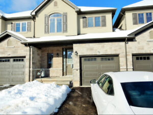 3 BEDROOM ANCASTER EXECUTIVE TOWN CLOSE TO 403