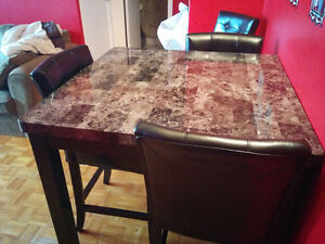 Beautiful marble table- 1.5 years old with 4 bar stool