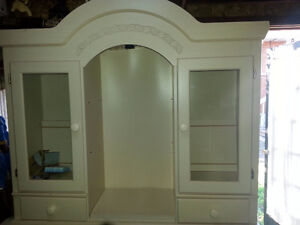 China Hutch for sale Cornwall Ontario image 2