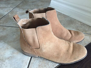 Chelsea boots camel color good condition