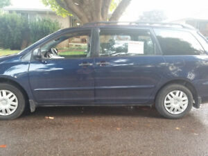 2006 Toyota Sienna CE 7 for a Family in Mint Condition