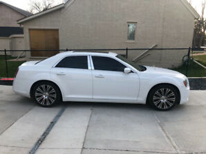 Chrysler 300S V8 HEMI!! *Clean*  + extras included