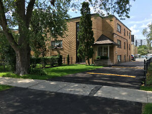 Great 2-bed apartment on Hurontario and Queensway
