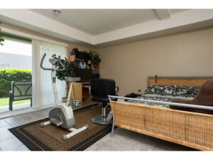 Kennedy Trail townhouse!! Live comfortably in this bright home!!