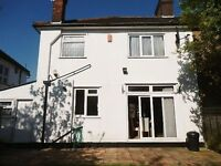 3 bedroom house in Hervey Close, FINCHLEY, N32