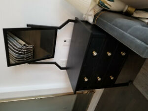 4 door mirrow chest of drawers.. modern like new