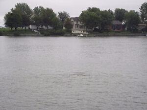 Magnifique Terrain riverains Rivière Richelieu près du fleuve