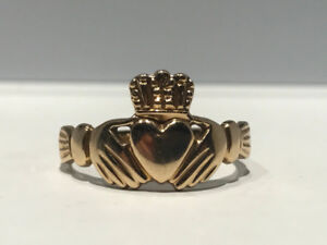 Bague Claddagh ring