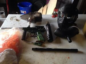 Spyder victor II paint ball gun and accessories