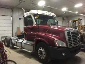 2011 FL Cascadia Day Cabs 500 hp 18 spd - Bendix Air Disc Brakes Edmonton Edmonton Area image 8