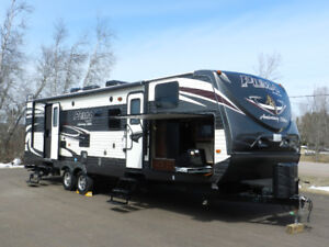2014 30FBSS Puma Trailer 2 Slides and Bunk House