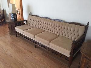 sofa en chêne 4 place + 1 place+ table salon + 2 tables cabinet