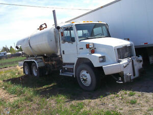2000 FREGHTLINER FL680 WATER TRUCK Cash/ trade/ lease to own ter