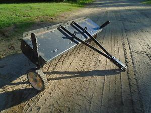Peigne pour tracteur a gazon